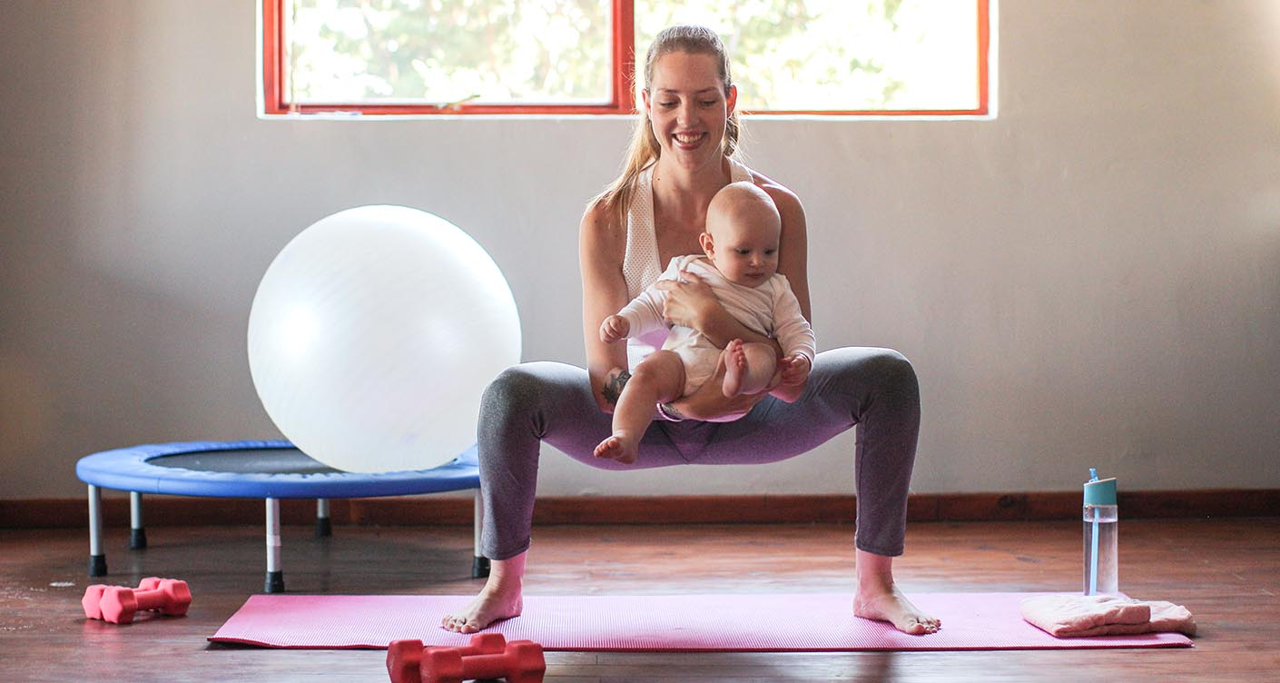 Rückbildung Gymnastik Frau Baby