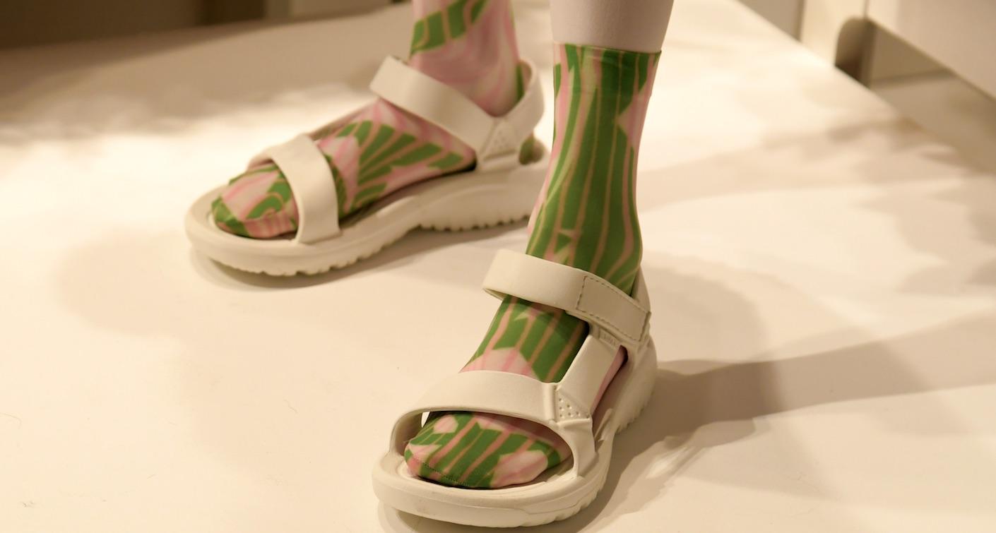 sockssandals-slider